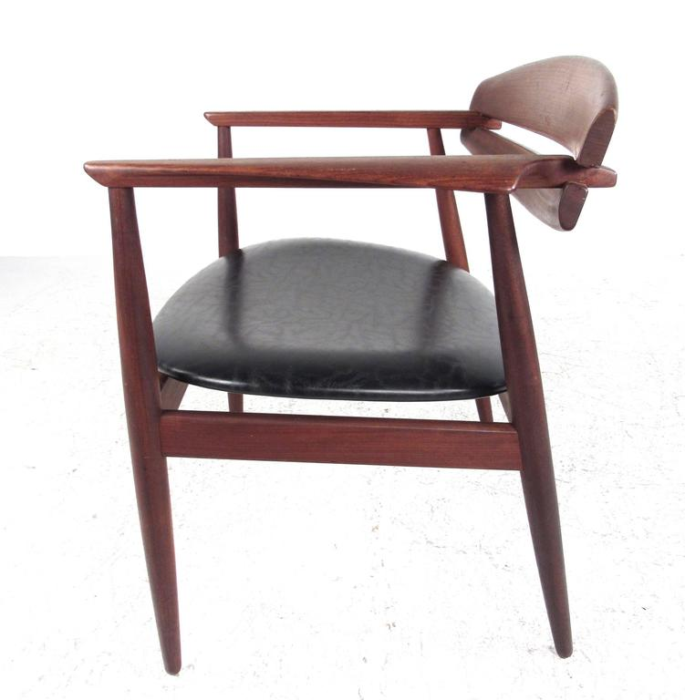 Mid-Century Modern Sculpted Teak Side Chair In Good Condition For Sale In Brooklyn, NY