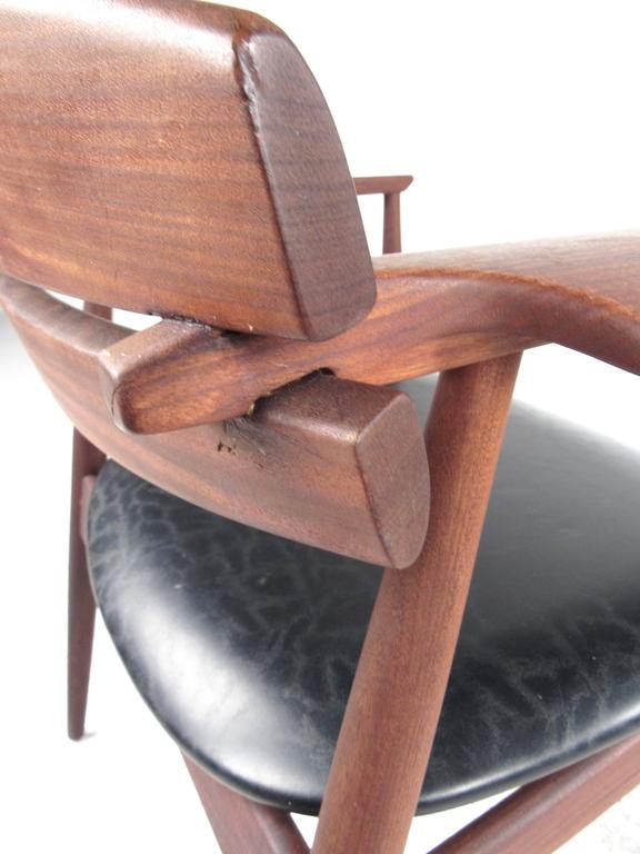 Mid-Century Modern Sculpted Teak Side Chair For Sale 3
