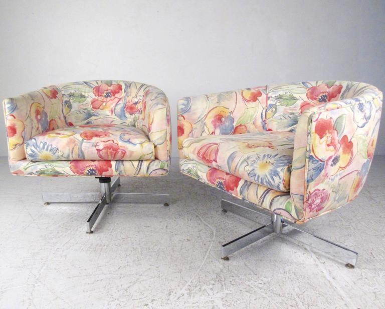 Mid-Century Modern Pair of Mid-Century Milo Baughman Swivel Lounge Chairs by Thayer Coggin For Sale