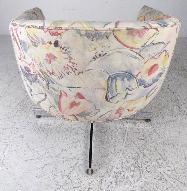Chrome Pair of Mid-Century Milo Baughman Swivel Lounge Chairs by Thayer Coggin For Sale