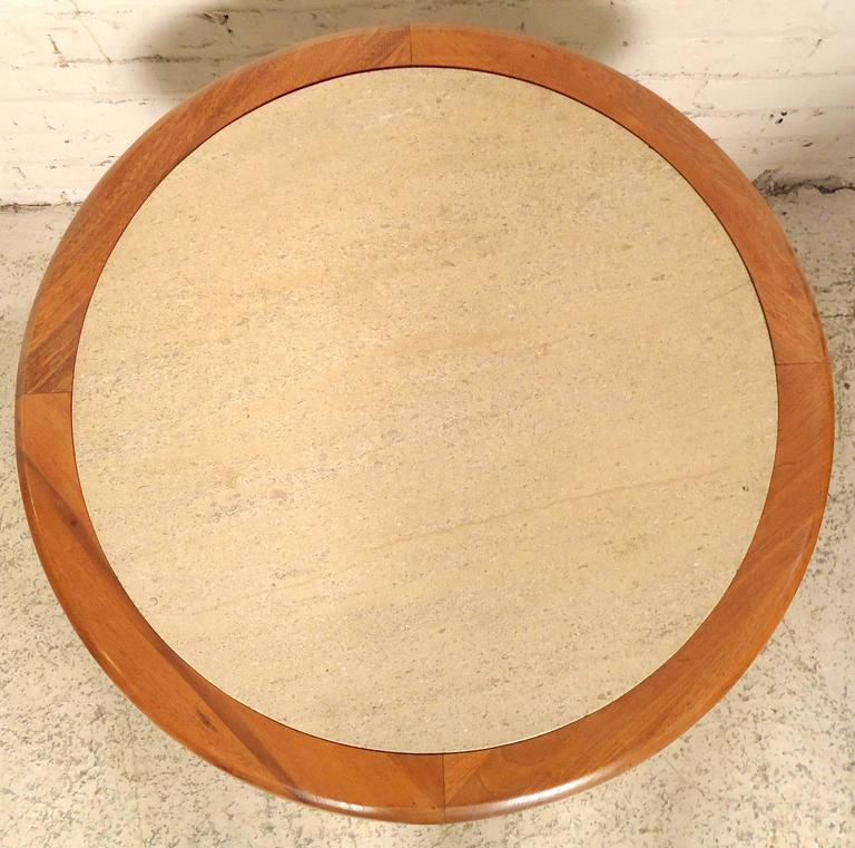 Round Travertine Top Side Table In Good Condition For Sale In Brooklyn, NY