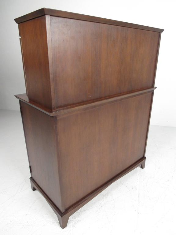 Mid-Century Modern Walnut Dry Bar Cabinet In Good Condition For Sale In Brooklyn, NY