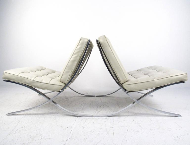Pair of Mid-Century Modern Barcelona Style Lounge Chairs In Good Condition For Sale In Brooklyn, NY
