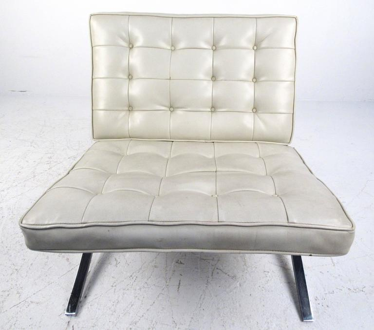 Chrome Pair of Mid-Century Modern Barcelona Style Lounge Chairs For Sale