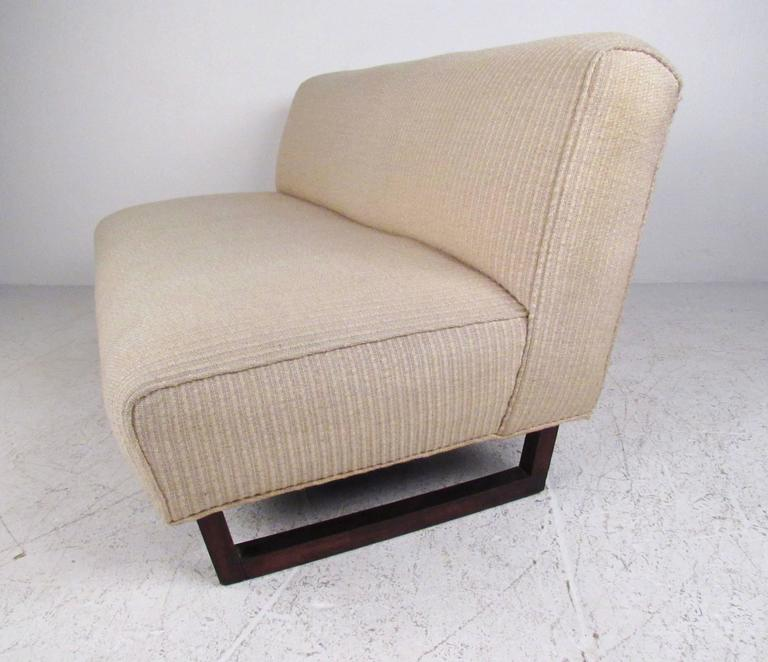 Mid-20th Century Pair of Mid-Century Modern Sled Leg Slipper Sofas For Sale