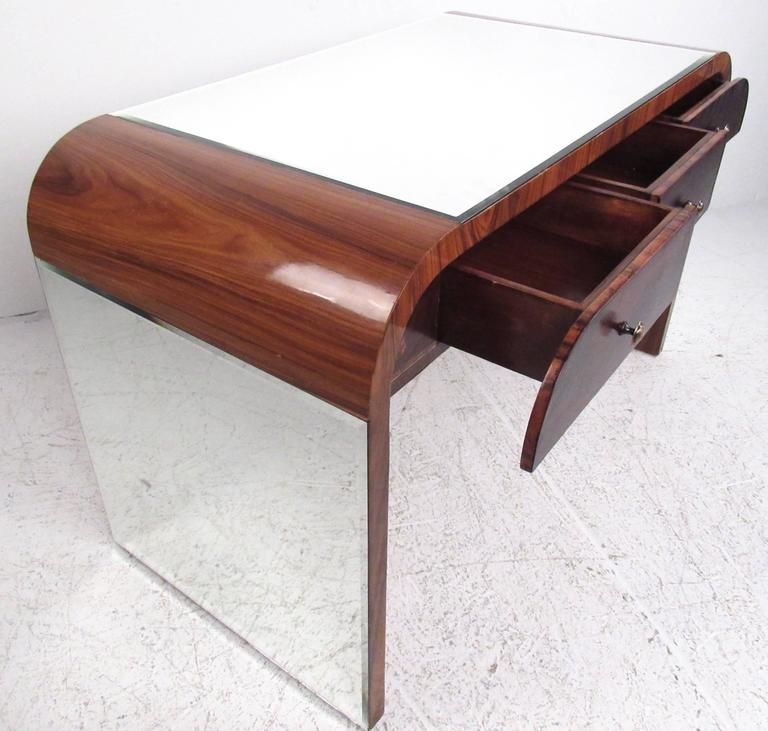 Italian Modern Writing Desk in Rosewood In Good Condition For Sale In Brooklyn, NY