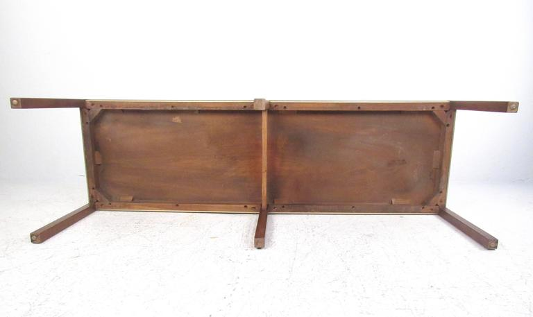 Mid-Century Modern Coffee Table in the Style of Edward Wormley In Good Condition For Sale In Brooklyn, NY