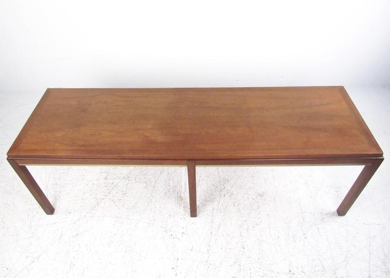 American Mid-Century Modern Coffee Table in the Style of Edward Wormley For Sale