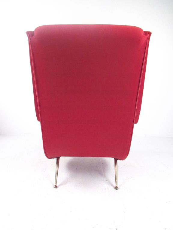 Pair of Italian Modern Sculptural Lounge Chairs In Good Condition For Sale In Brooklyn, NY