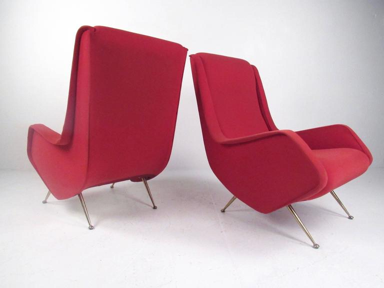 Mid-Century Modern Pair of Italian Modern Sculptural Lounge Chairs For Sale
