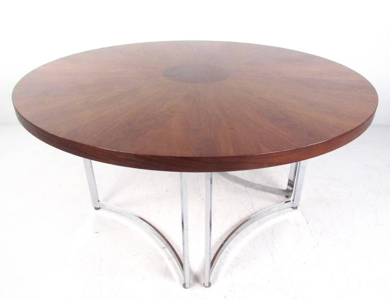 Mid-Century Modern Burl Wood Dining Table In Good Condition For Sale In Brooklyn, NY