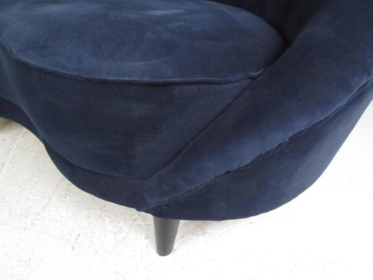 Italian Modern Sculptural Sofa in the Style of Gio Ponti For Sale 3