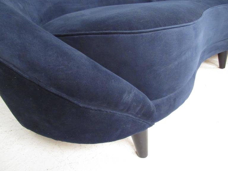 Italian Modern Sculptural Sofa in the Style of Gio Ponti For Sale 4