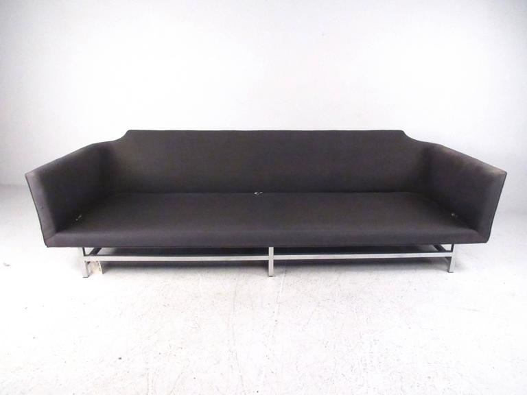 Long Modern Sofa In Good Condition For Sale In Brooklyn, NY