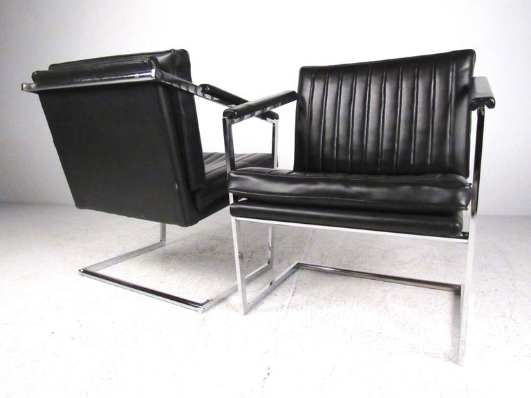 Pair of Mid-Century Modern Cantilevered Side Chairs In Good Condition For Sale In Brooklyn, NY