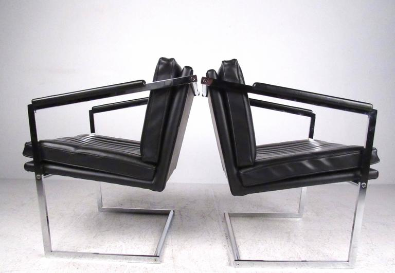 American Pair of Mid-Century Modern Cantilevered Side Chairs For Sale