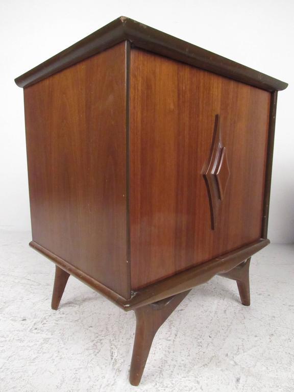 American Pair of Vintage Walnut Nightstands For Sale