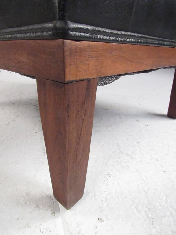 Mid-Century Modern Lounge Chair with Ottoman For Sale 1