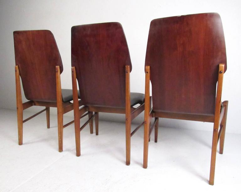 Mid-Century Set of High Back Dining Chairs In Good Condition For Sale In Brooklyn, NY