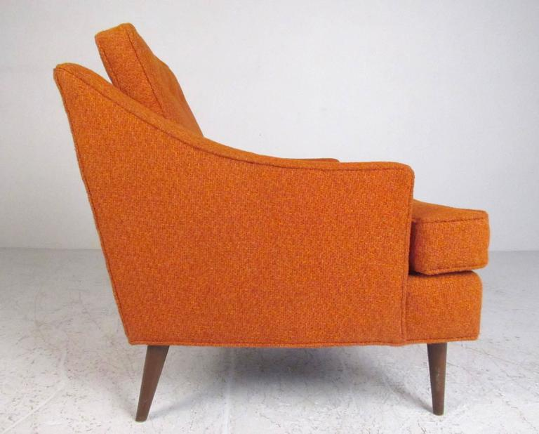 Mid-20th Century Pair of Mid-Century Modern Club Chairs For Sale