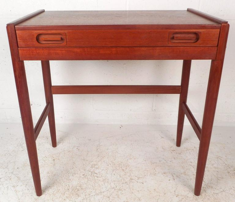 Mid-Century Modern Danish Teak Vanity In Good Condition For Sale In Brooklyn, NY