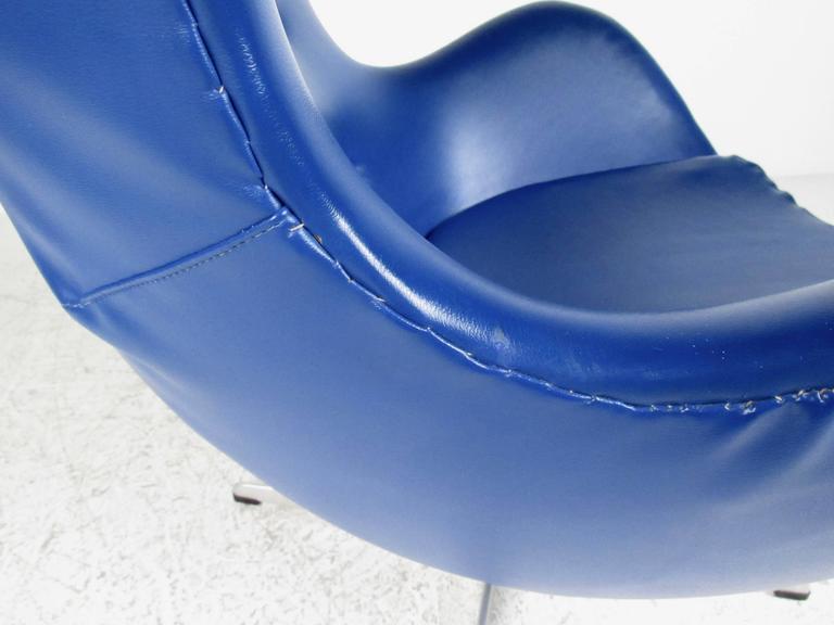 Naugahyde Arne Jacobsen Egg Chair for Fritz Hansen For Sale