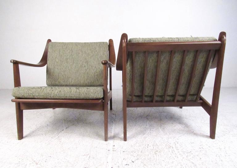 Mid-20th Century Pair of Mid-Century Finn Juhl Style Lounge Chairs