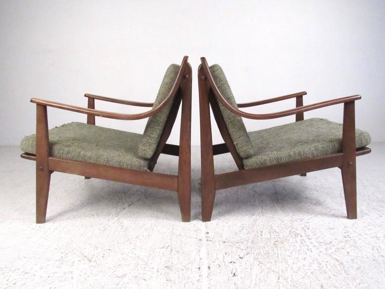 Mid-Century Modern Pair of Mid-Century Finn Juhl Style Lounge Chairs