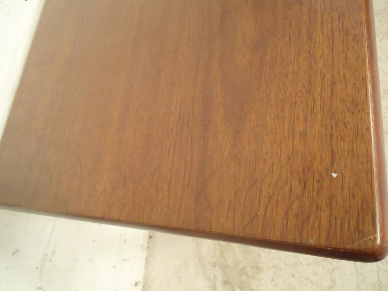 Mid-Century Modern Walnut Side Table For Sale 3