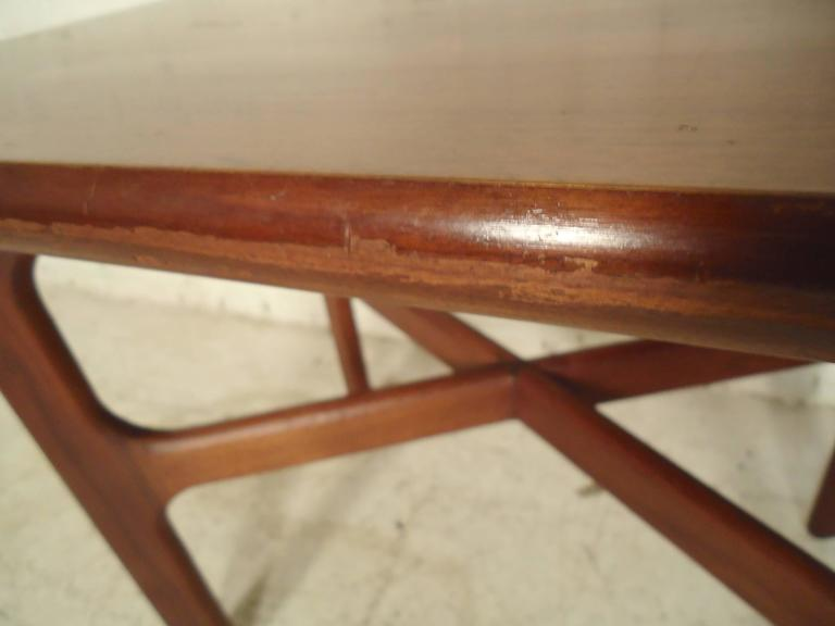 Mid-Century Modern Walnut Side Table For Sale 1