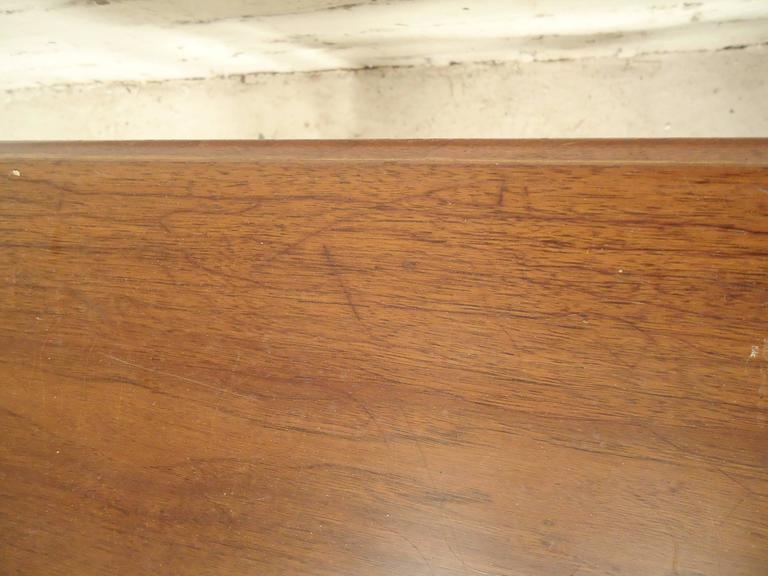 Mid-Century Modern Walnut Side Table For Sale 4