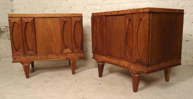 Mid-20th Century Pair of Mid-Century Modern Nightstands by American of Martinsville For Sale