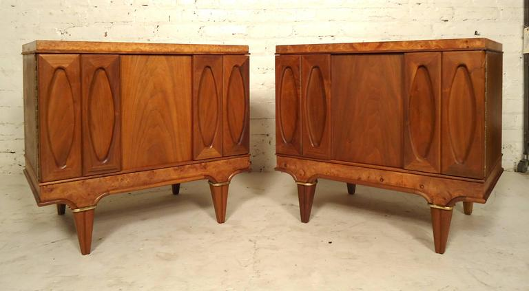 Pair of Mid-Century Modern Nightstands by American of Martinsville In Good Condition For Sale In Brooklyn, NY