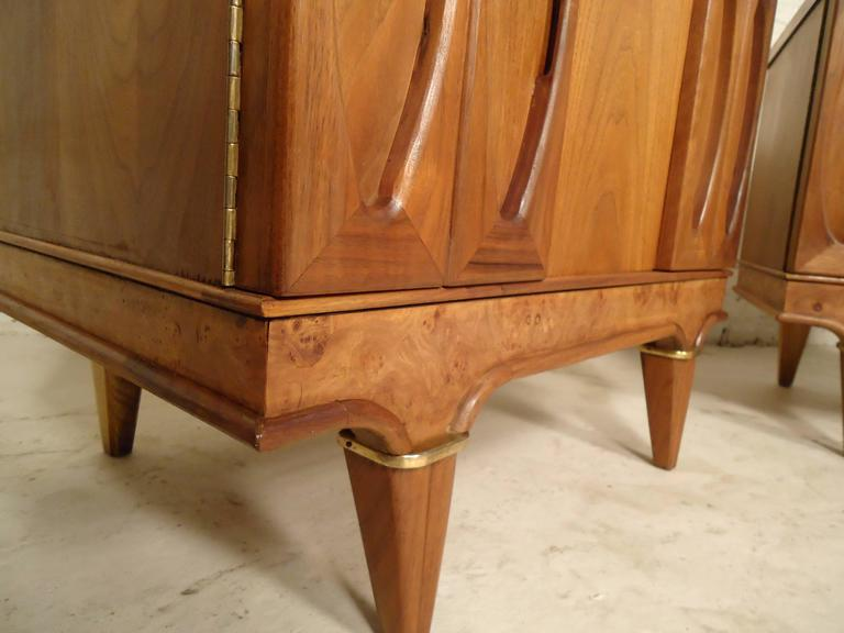 Pair of Mid-Century Modern Nightstands by American of Martinsville For Sale 4