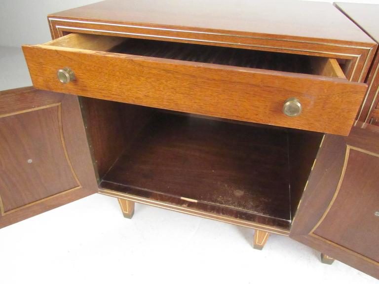Pair of Vintage Modern American Nightstands, circa 1920s In Good Condition For Sale In Brooklyn, NY
