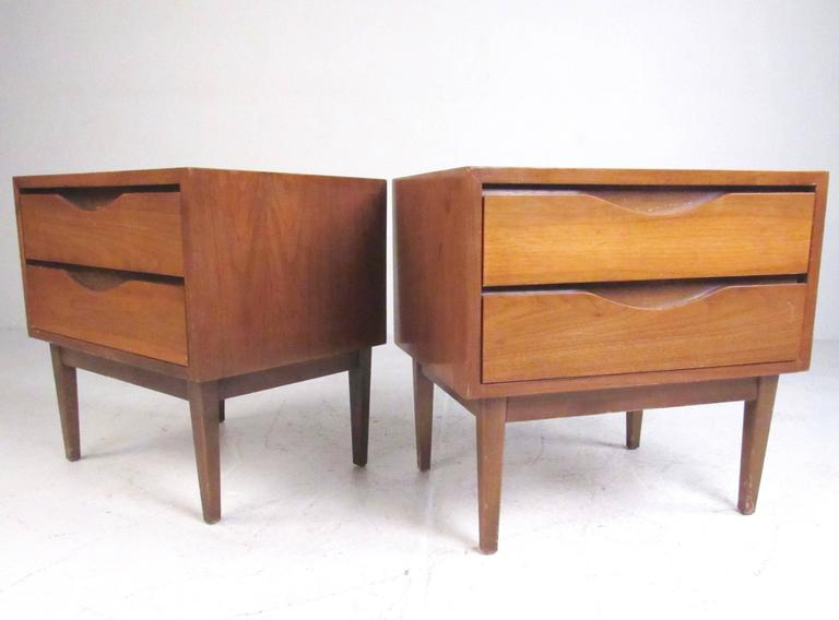 Mid-Century Modern Pair of Mid-Century Nightstands by American of Martinsville For Sale