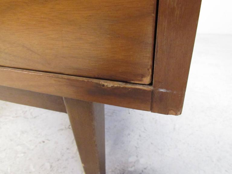 Vintage Modern American Walnut Nine-Drawer Dresser by American of Martinsville 2