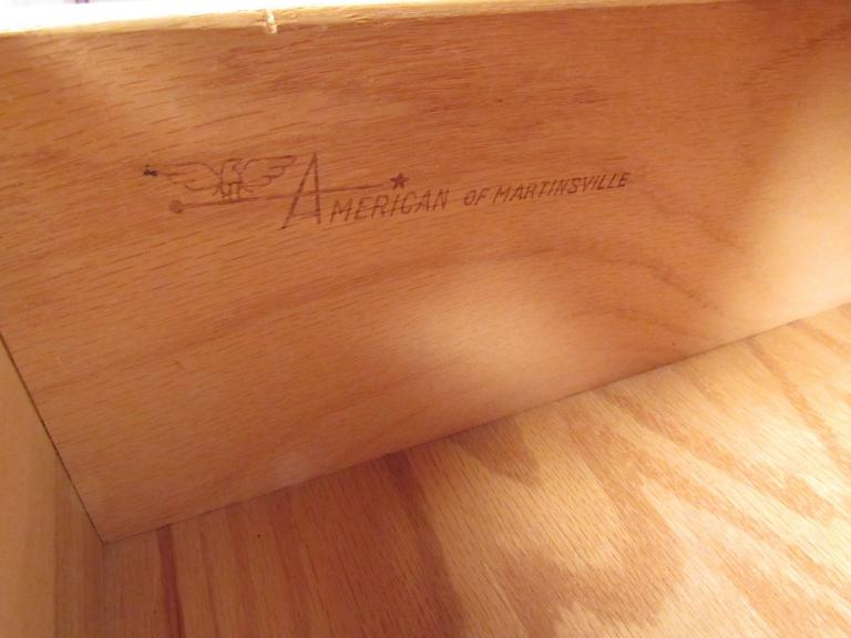 Vintage Modern American Walnut Nine-Drawer Dresser by American of Martinsville In Good Condition In Brooklyn, NY