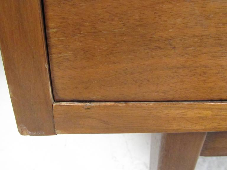 Mid-20th Century Vintage Modern American Walnut Nine-Drawer Dresser by American of Martinsville