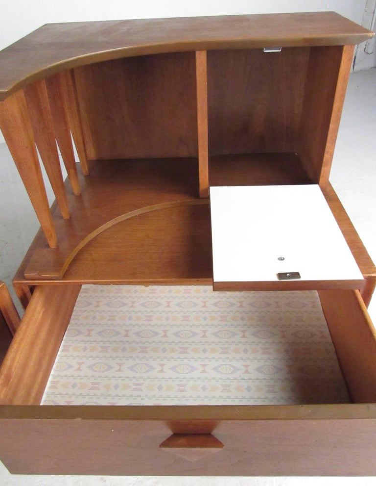 Mid-20th Century Mid-Century Bedroom Suite in the Style of George Nakashima For Sale