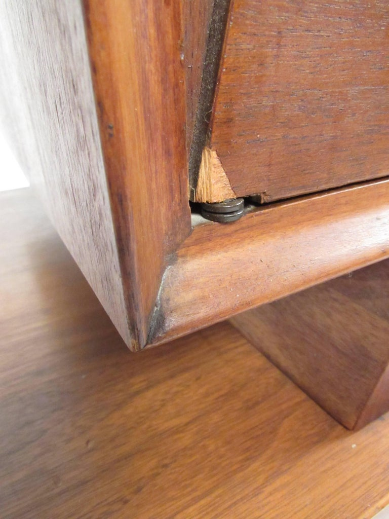 Mid-Century Bedroom Suite in the Style of George Nakashima For Sale 3