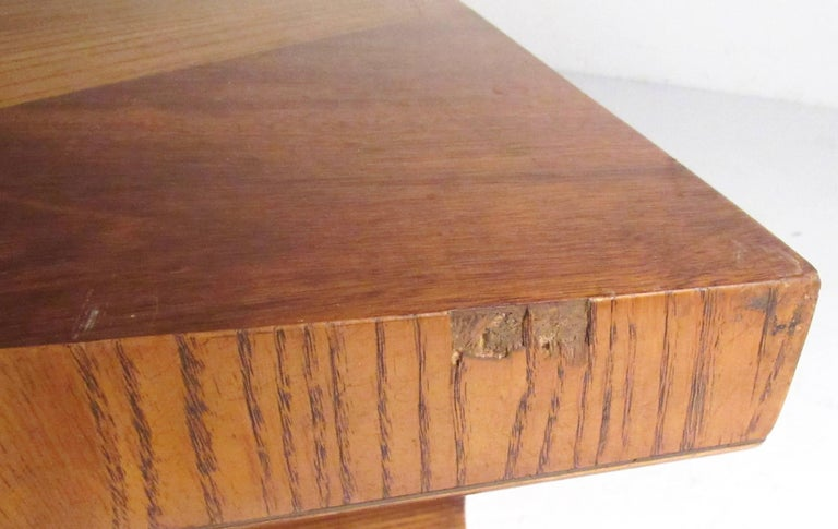 Stylish Vintage Sculptural Coffee Table by Lane For Sale 3
