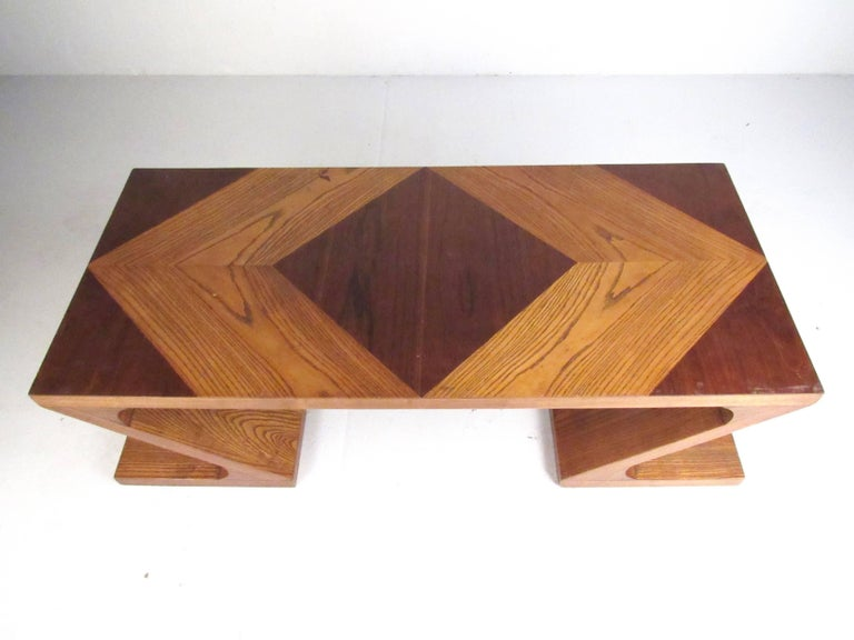 American Stylish Vintage Sculptural Coffee Table by Lane For Sale