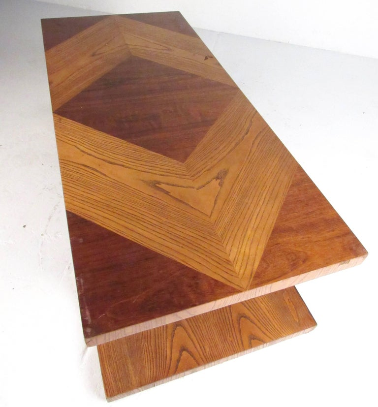 20th Century Stylish Vintage Sculptural Coffee Table by Lane For Sale