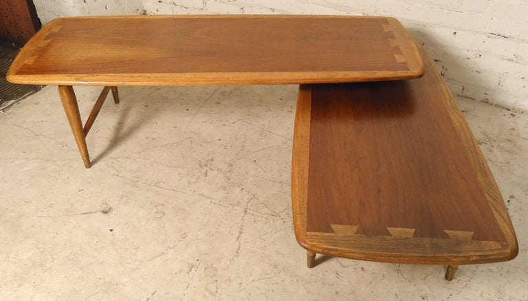 Mid-Century Boomerang Table by Lane In Good Condition For Sale In Brooklyn, NY
