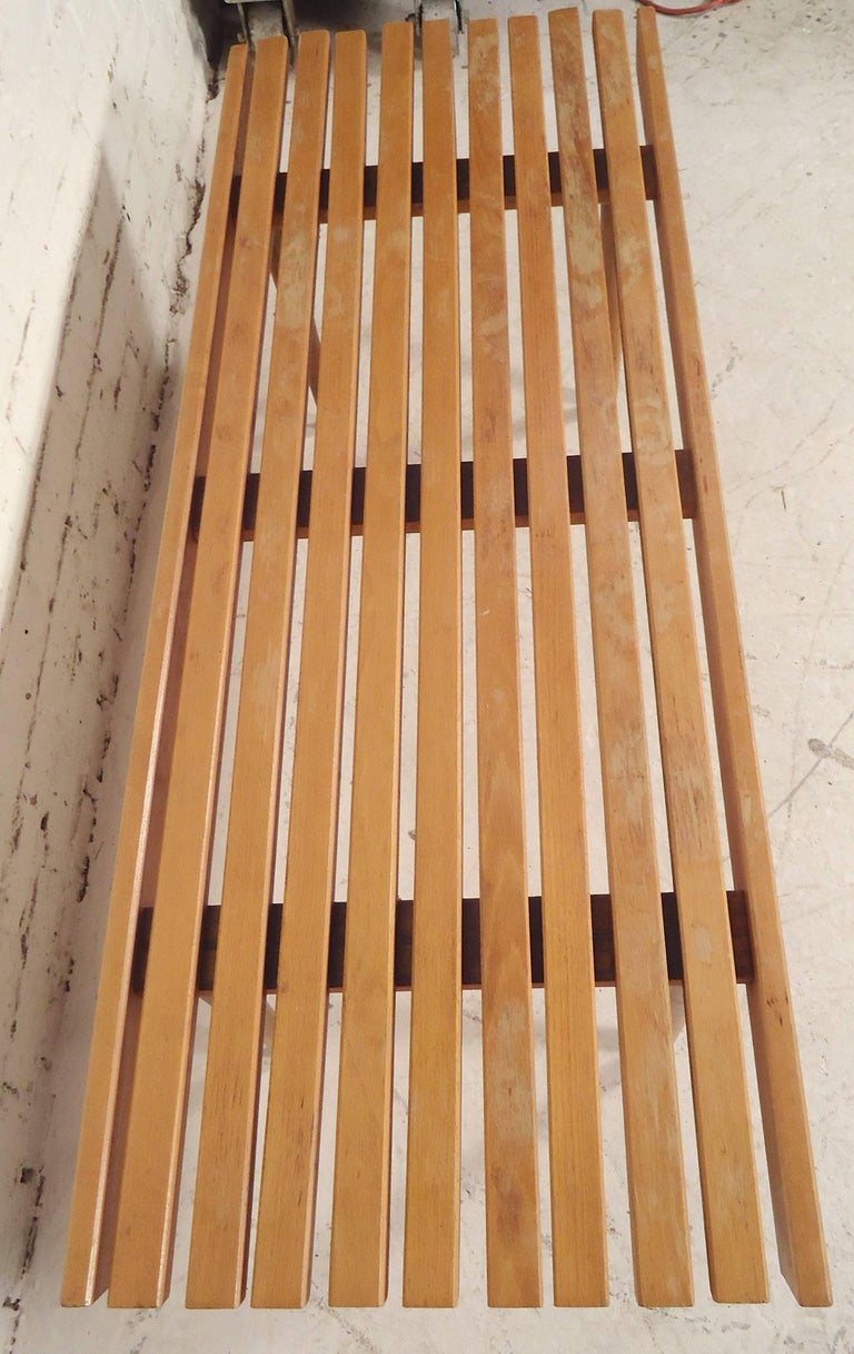 Mid-Century Modern Slat Bench / Table In Good Condition For Sale In Brooklyn, NY