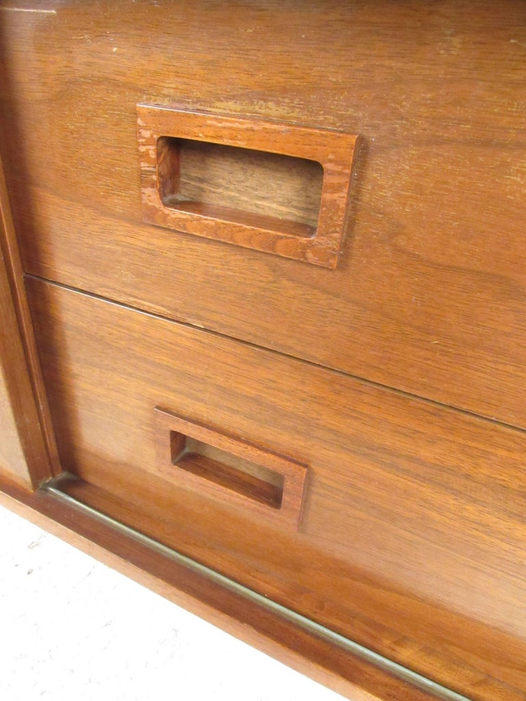 Vintage Modern Sliding Door Storage Credenza In Good Condition For Sale In Brooklyn, NY