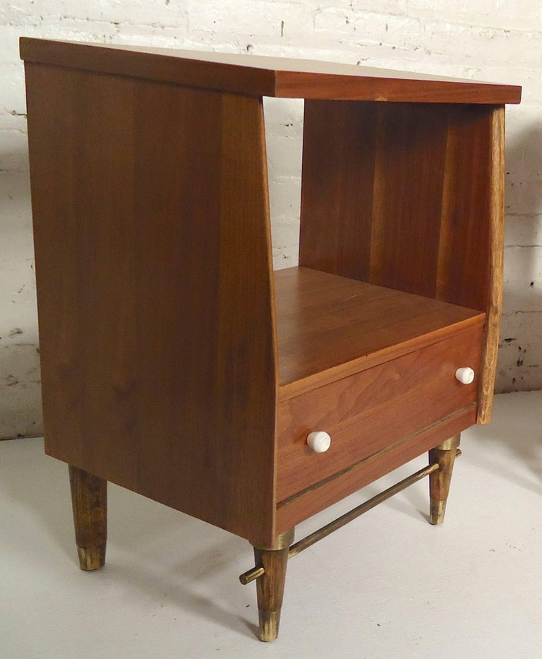 Mid Century Modern Bedside Tables For Sale At 1stdibs