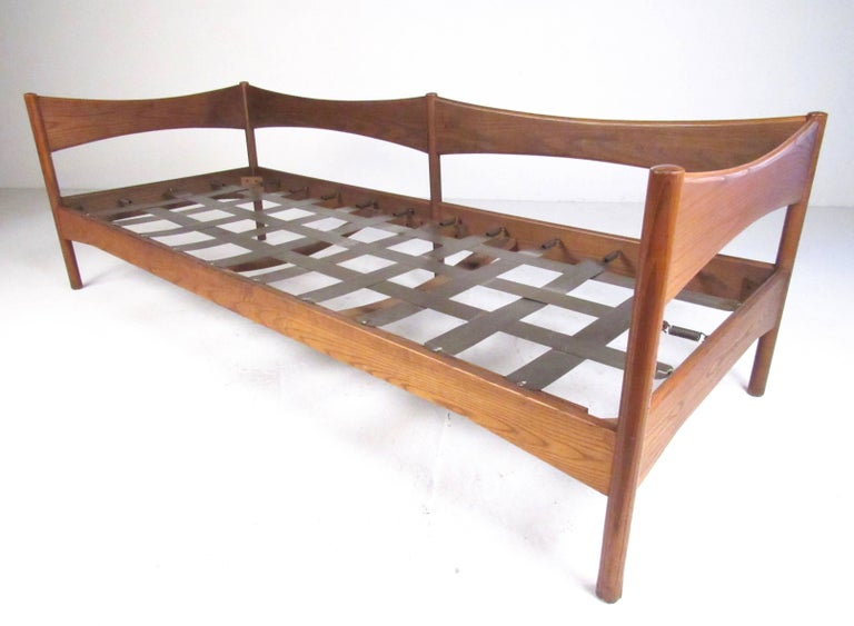 Vintage Modern Oak Frame Daybed For Sale At 1stdibs