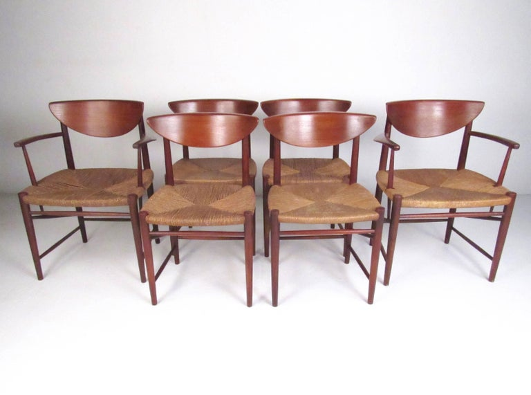 Mid-Century Modern Set of Six Peter Hvidt Dining Chairs in Teak and Rush For Sale